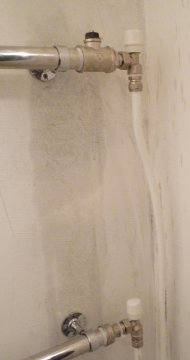 Два терморегулятора на полотенцесушителе